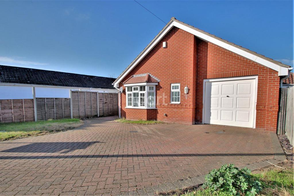 3 Bedrooms Bungalow for sale in Great Clacton