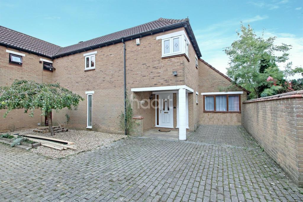 4 Bedrooms Semi Detached House for sale in Fishermead, Milton Keynes