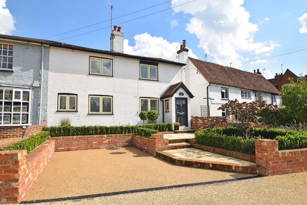 3 Bedrooms Semi Detached House for sale in Station Row, Shalford, Guildford GU4 8BY