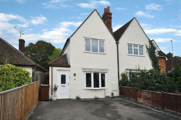 2 Bedrooms Semi Detached House for sale in Crockhamwell Road, Woodley, Reading,