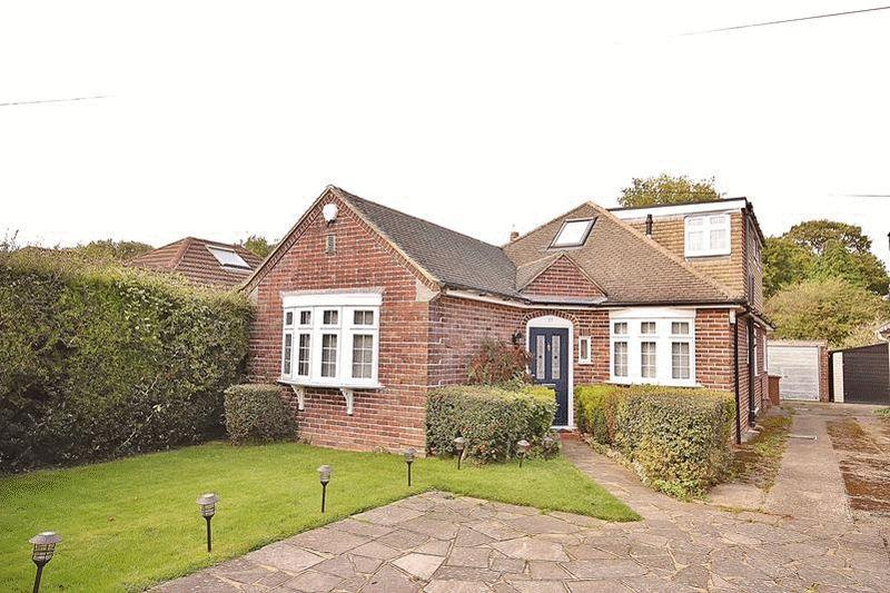 4 Bedrooms Detached Bungalow for sale in Crewes Avenue, Warlingham