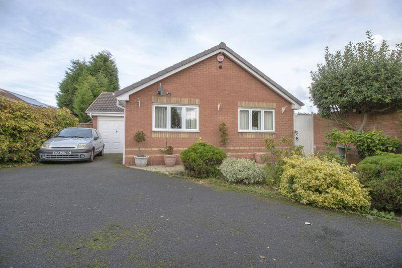 2 Bedrooms Detached Bungalow for sale in Sherlock Close, Willenhall
