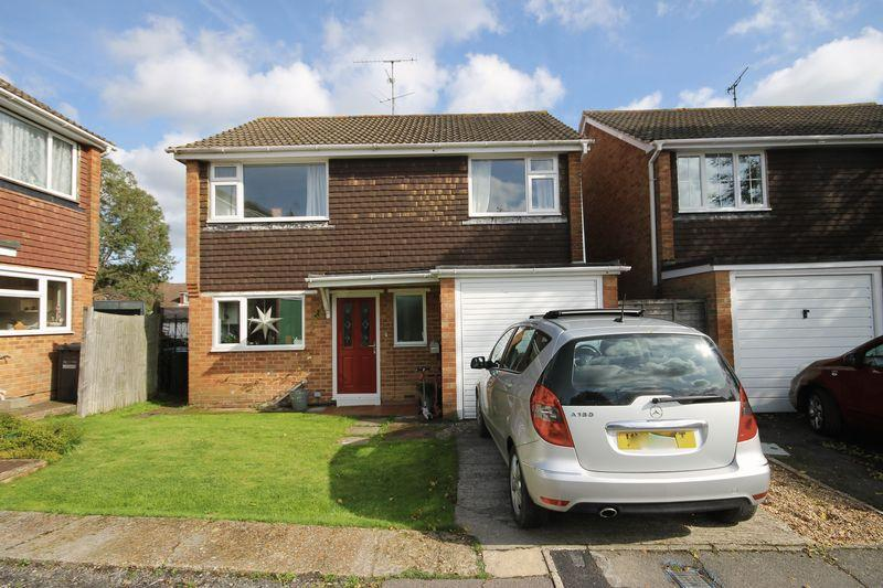 4 Bedrooms Detached House for sale in Park Close, Burgess Hill, West Sussex.