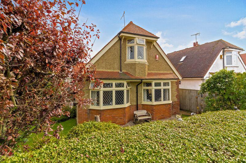3 Bedrooms Bungalow for sale in St Lawrence Avenue, Worthing