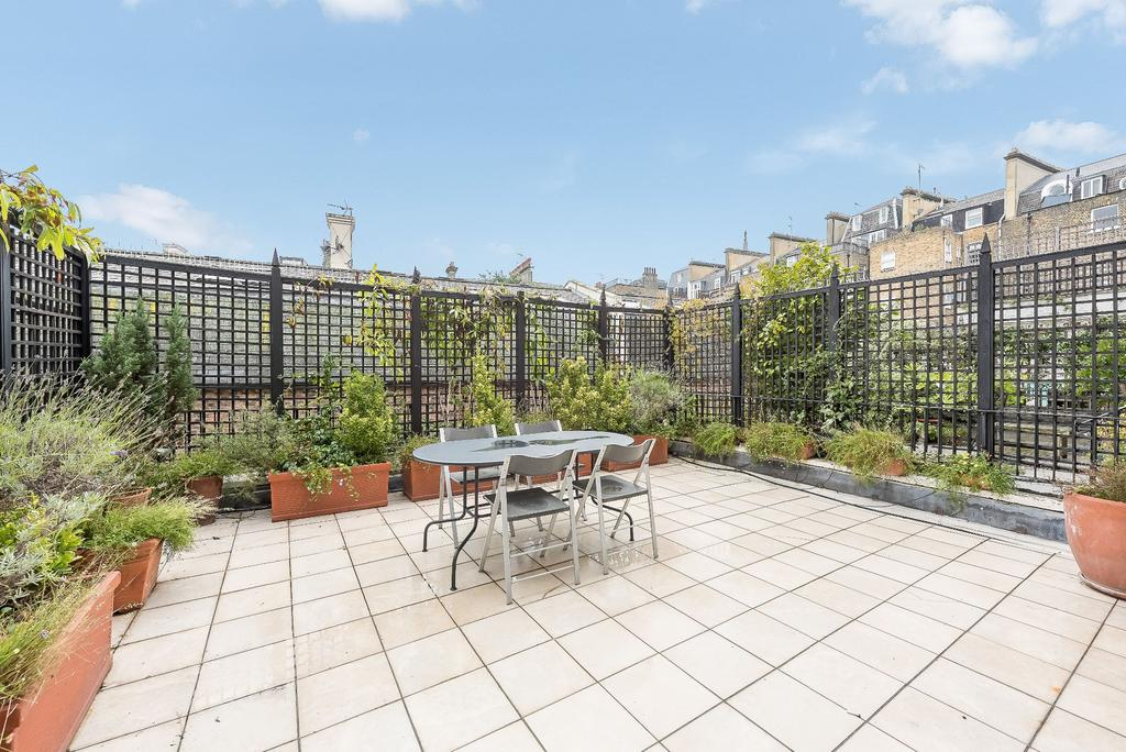 4 Bedrooms Maisonette Flat for sale in Harcourt Terrace, London, SW10