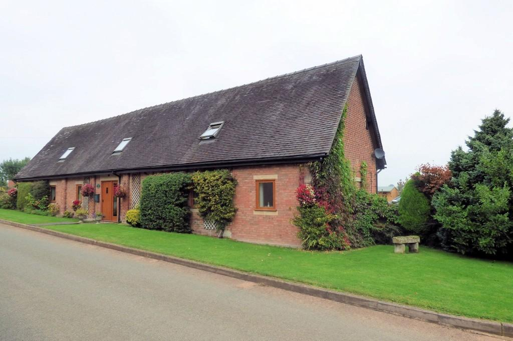 4 Bedrooms Barn Conversion Character Property for sale in Houndhill, Marchington