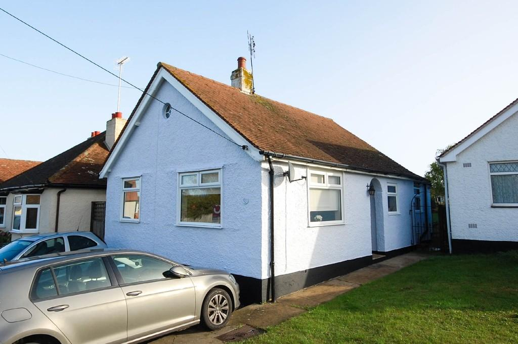 2 Bedrooms Detached Bungalow for sale in Albion Lane, Herne Bay