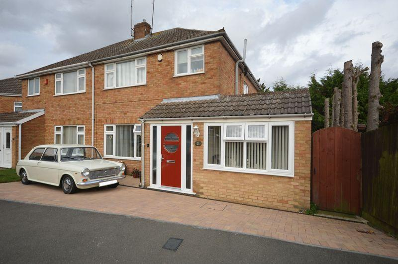 3 Bedrooms Semi Detached House for sale in Viscount Close,