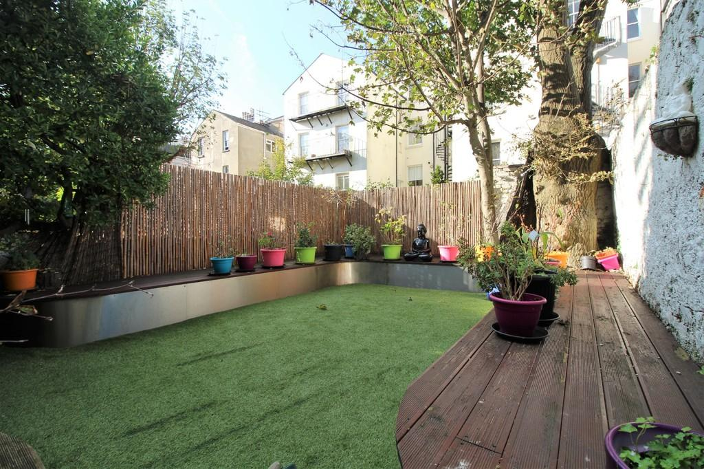 2 Bedrooms Apartment Flat for sale in York Road, Hove, BN3 1DJ