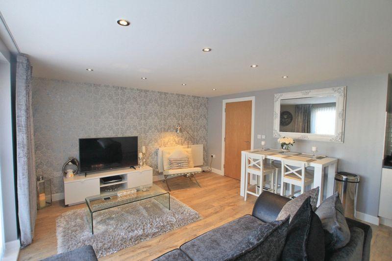 2 Bedrooms Apartment Flat for sale in Bangor, Gwynedd