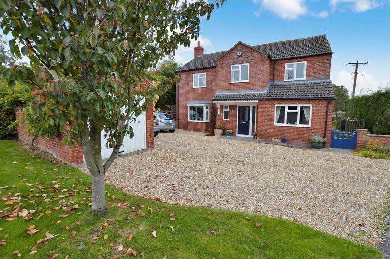5 Bedrooms Detached House for sale in 16 Foster Close, Timberland