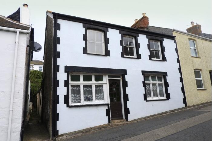 4 Bedrooms Cottage House for sale in GLENDENE, CLIFF ROAD, PORTHLEVEN, TR13