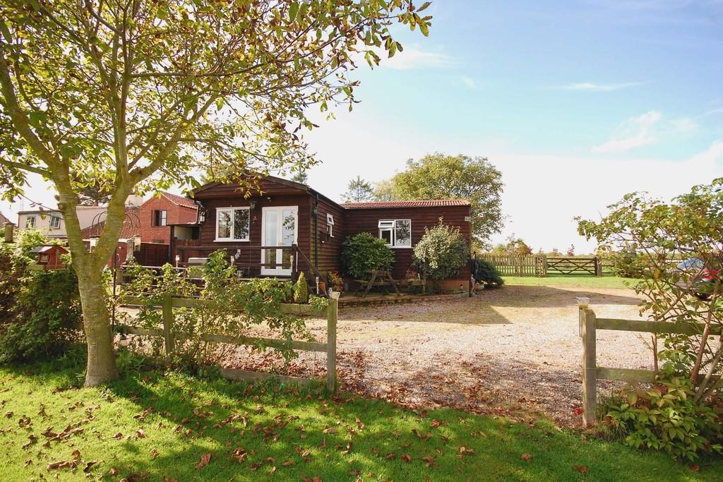 2 Bedrooms Detached House for sale in Dotsel Cottages, Norwich Road, Edgefield