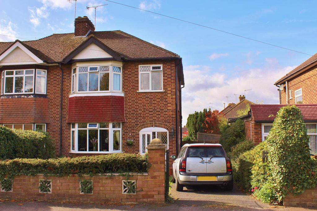 3 Bedrooms Semi Detached House for sale in Queenswood Drive, Hitchin, SG4