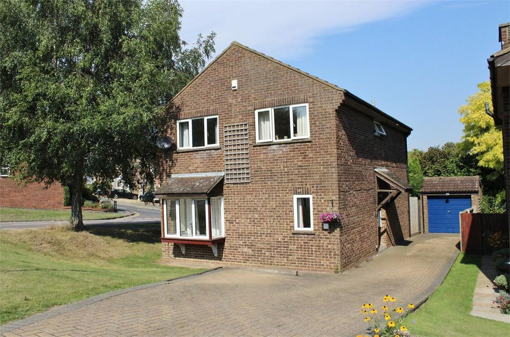 4 Bedrooms Detached House for sale in Browning Drive, Hitchin, SG4