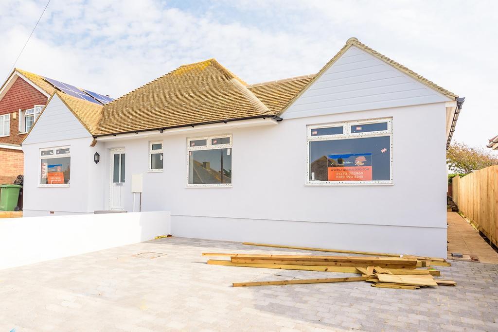3 Bedrooms Semi Detached Bungalow for sale in Piddinghoe Avenue, Peacehaven, BN10