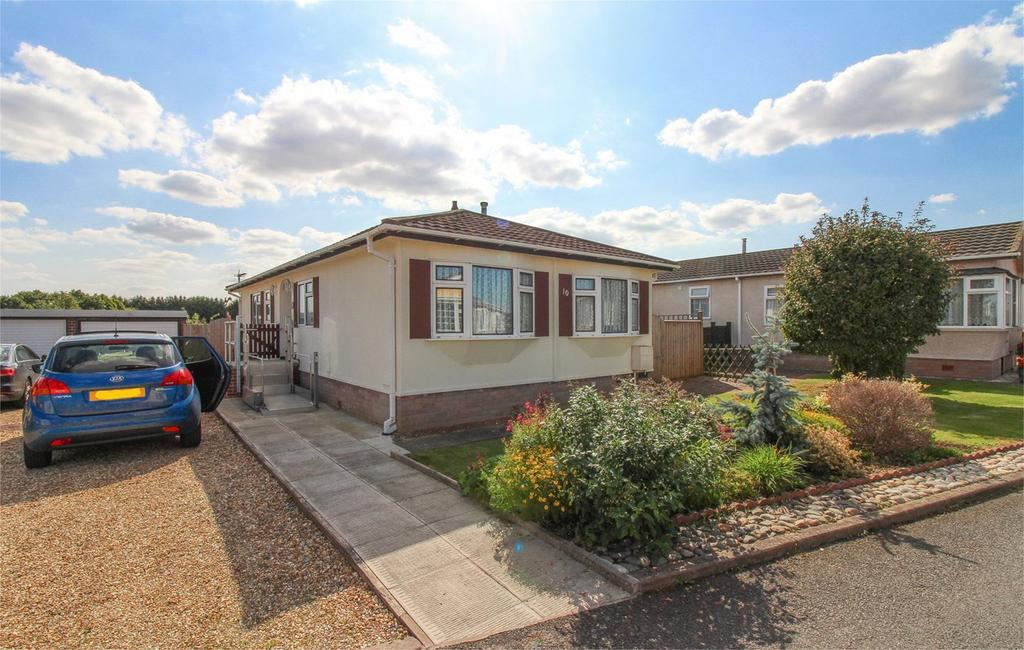 2 Bedrooms Park Home Mobile Home for sale in New Road, Clifton, Shefford, SG17