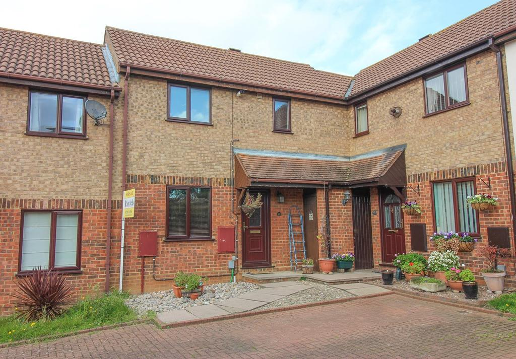 2 Bedrooms Terraced House for sale in Royal Oak Close, Biggleswade, SG18