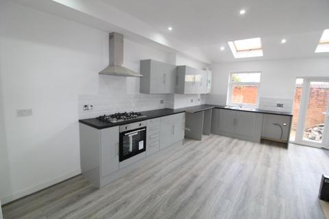 3 bedroom house share to rent - Cotswold Street