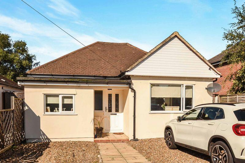 3 Bedrooms Detached Bungalow for sale in Rainham