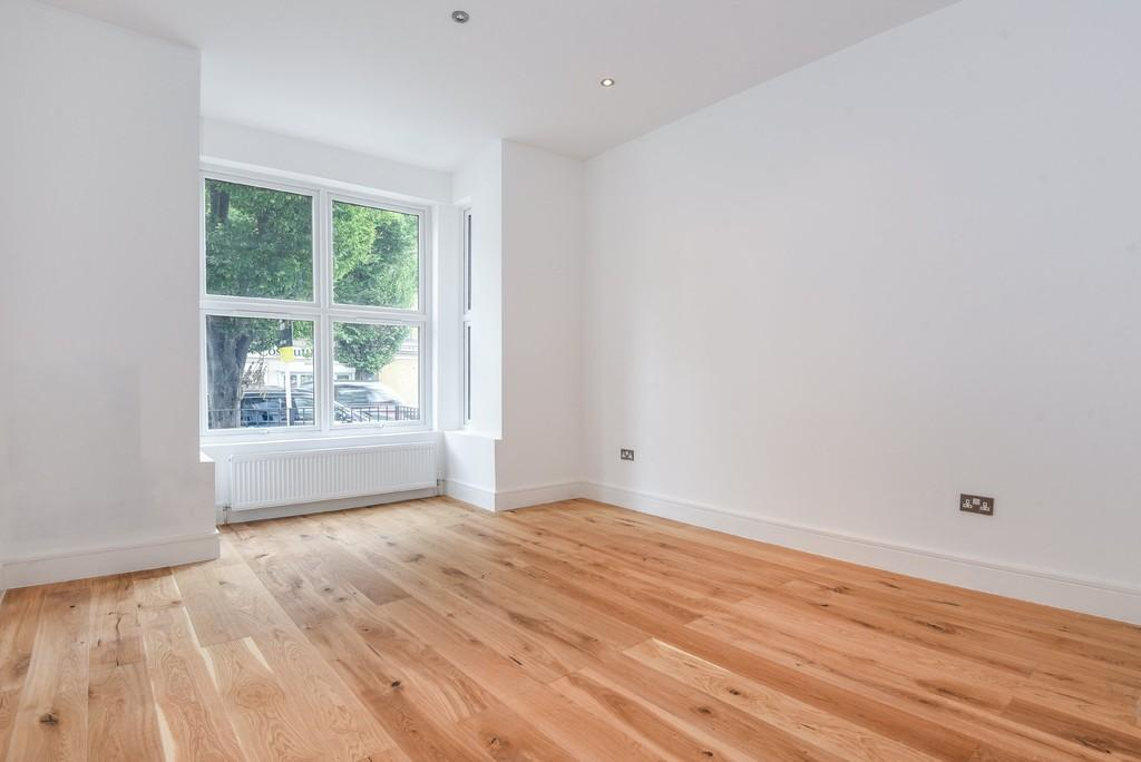 3 Bedrooms Apartment Flat for sale in Brownswood Road, Garden Flat