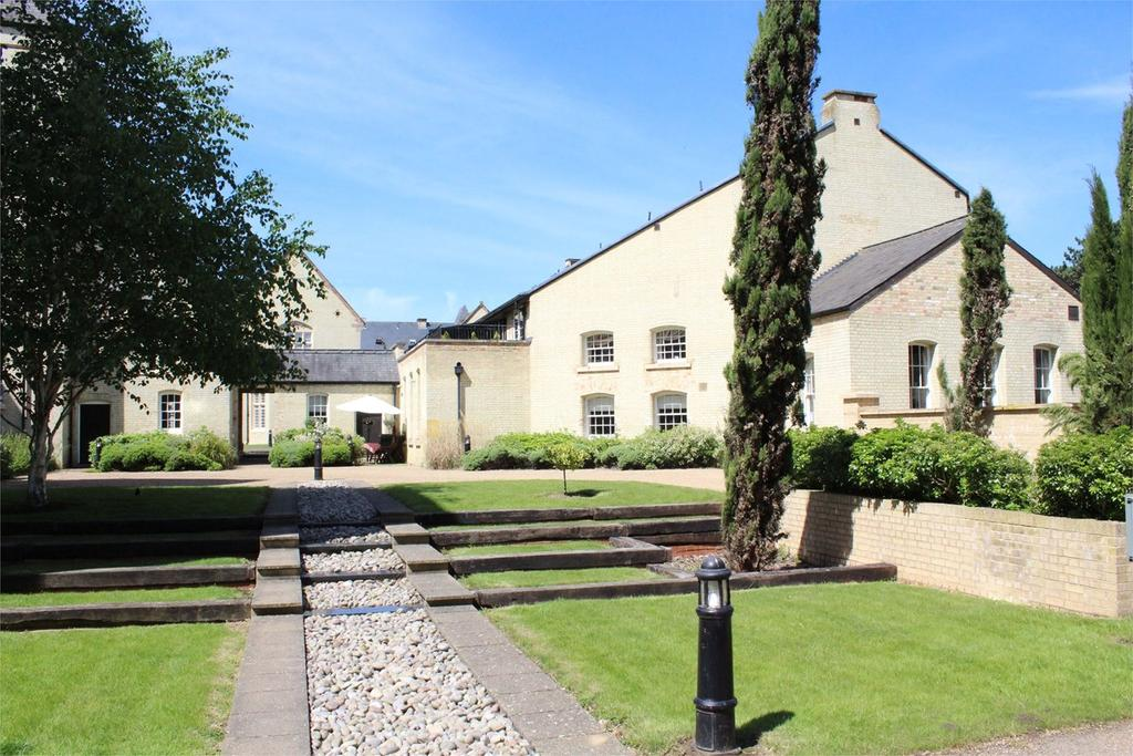2 Bedrooms Ground Flat for sale in Fairfield Hall, Kingsley Avenue, Stotfold, Hitchin, SG5
