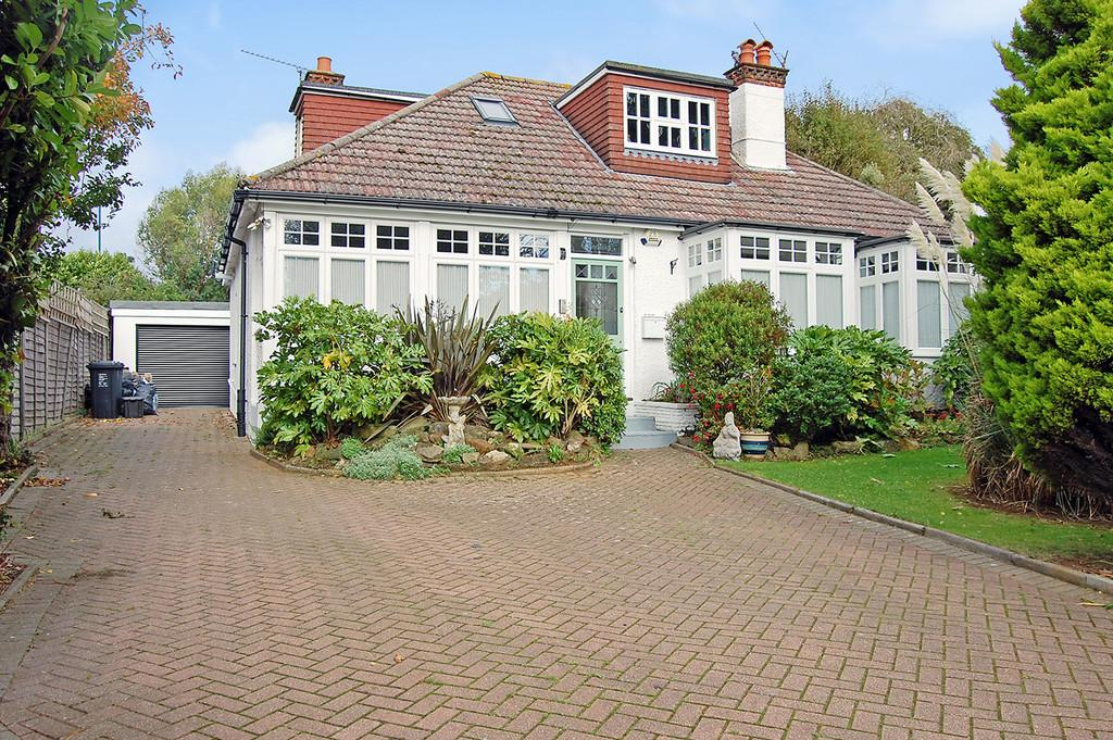 4 Bedrooms Detached House for sale in The Droveway, Hove, BN3 6LF