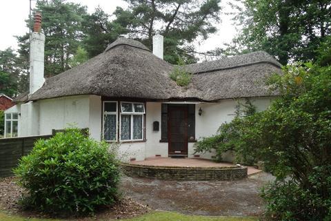 2 bedroom detached bungalow to rent - Woolsbridge Road, Ashley Heath