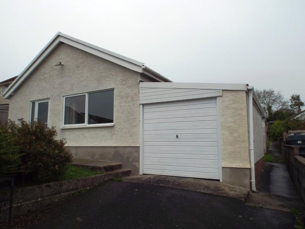 3 Bedrooms Detached Bungalow for sale in Uwch Gwendraeth, Drefach