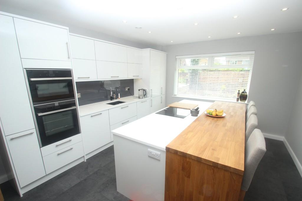 4 Bedrooms Chalet House for sale in Cudlow Avenue, Rustington