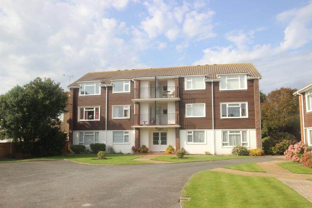 2 Bedrooms Flat for sale in Shaftesbury Court, Rustington