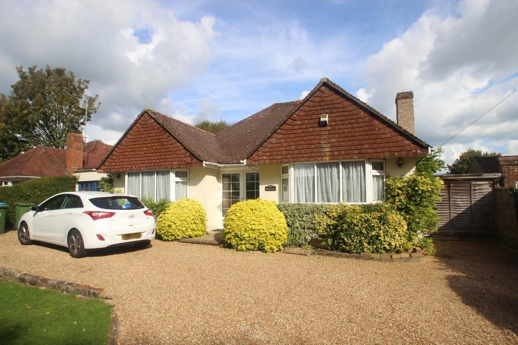 3 Bedrooms Detached Bungalow for sale in The Street, East Preston