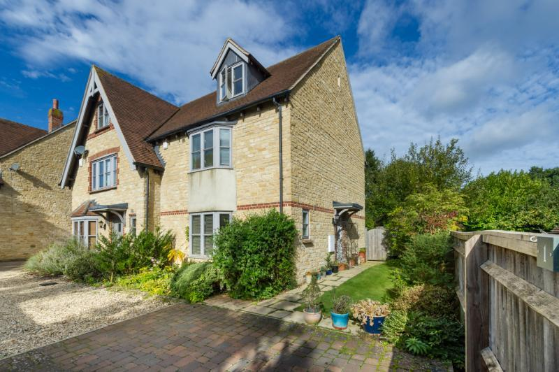 4 Bedrooms Semi Detached House for sale in Restwood Place, Faringdon Road, Southmoor, Abingdon