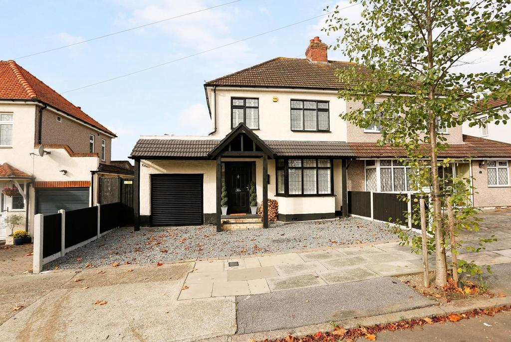 3 Bedrooms Semi Detached House for sale in Woodstock Avenue, Harold Park, Romford, Essex, RM3