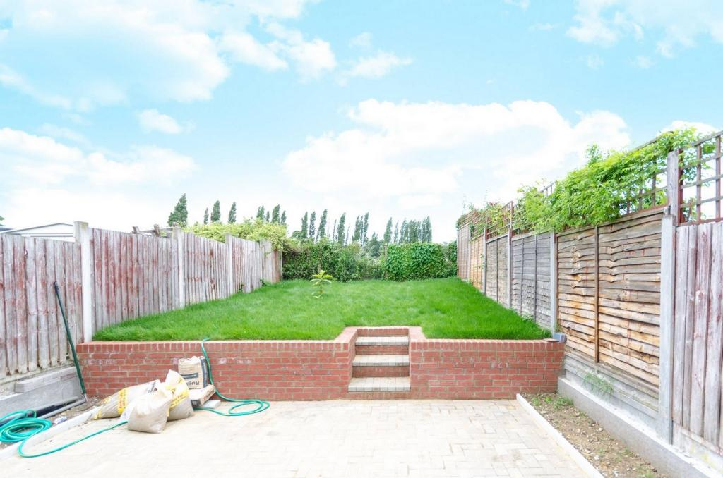 4 Bedrooms House for sale in Colson Road, Loughton/Essex, IG10