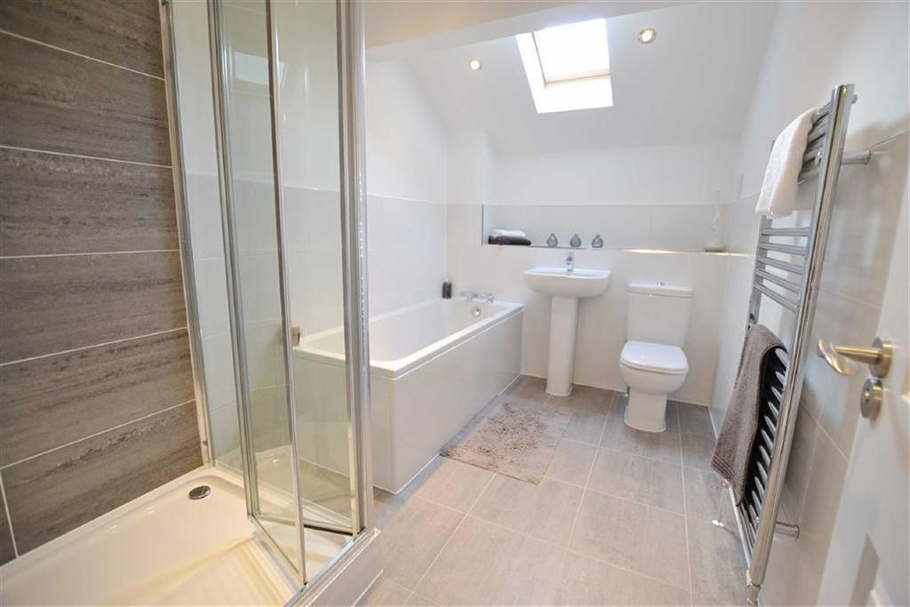 3 Bedrooms Detached House for sale in The Halllows, Burnley, Lanacshire