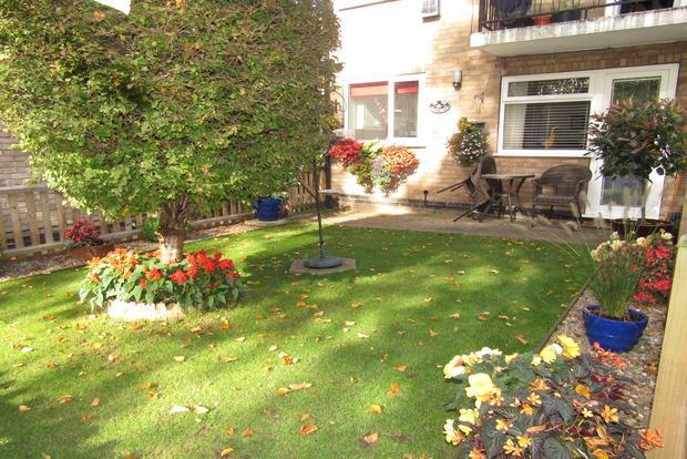 2 Bedrooms Maisonette Flat for sale in The Chestnuts, Stoke Lane, Gedling, Nottingham, NG4