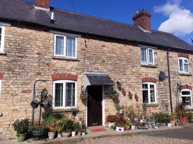 2 Bedrooms Terraced House for sale in Back Lane, Stonesby, LE14