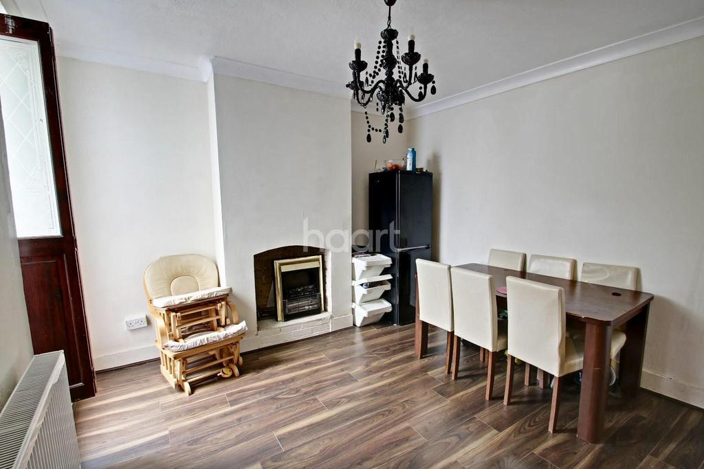 3 Bedrooms Terraced House for sale in Gordon Road, Strood, ME2