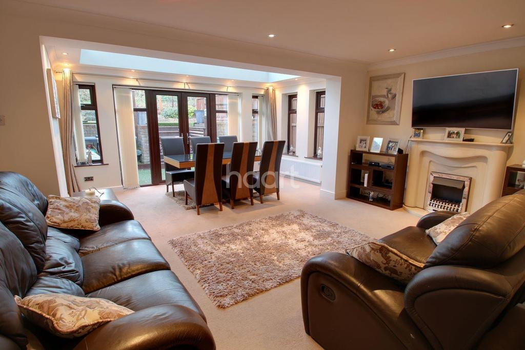 3 Bedrooms Semi Detached House for sale in Morningtons, Harlow