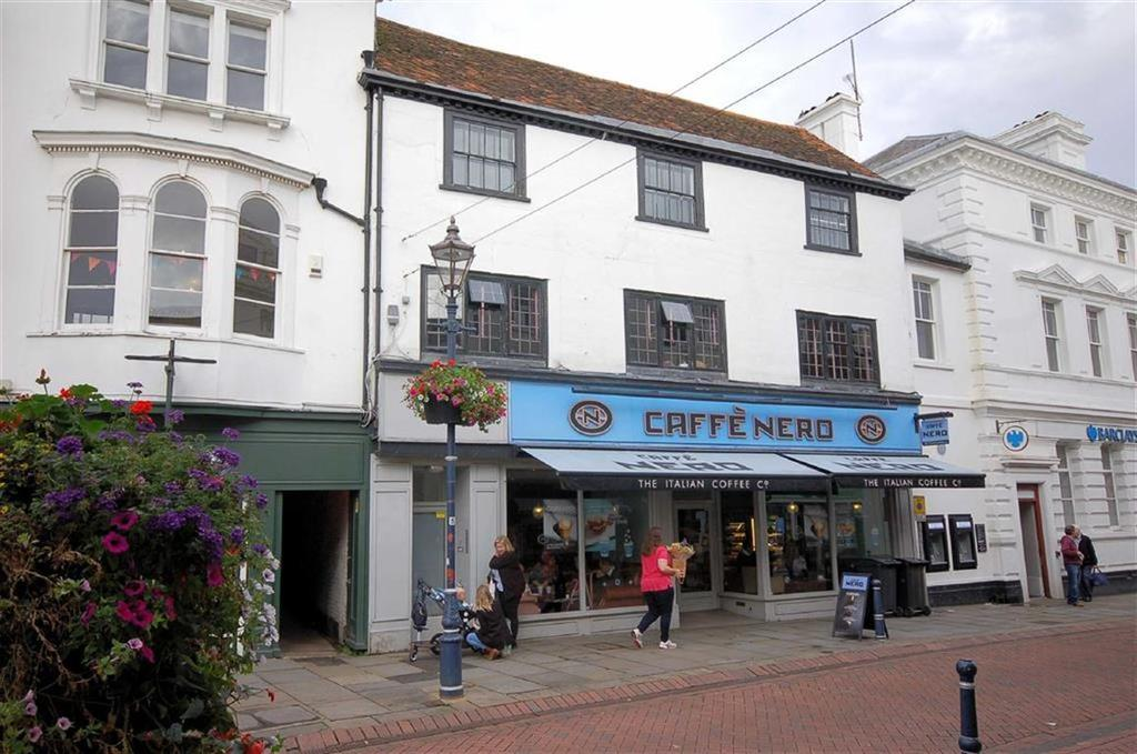 2 Bedrooms Flat for sale in High Street, Hitchin, Hertfordshire