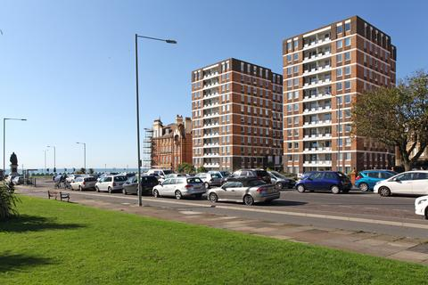 3 bedroom flat to rent - Ashley Court, Grand Avenue, Hove BN3