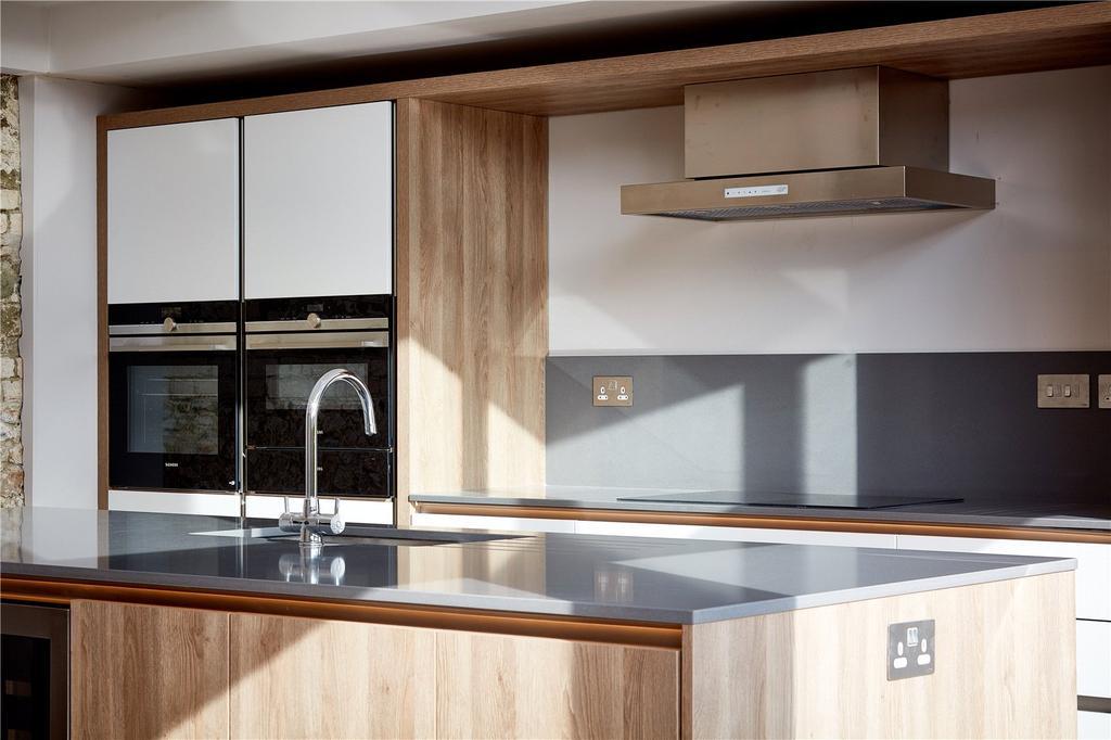 4 Bedrooms Unique Property for sale in Faulston Barns, Faulston Lane, Bishopstone, Salisbury, SP5
