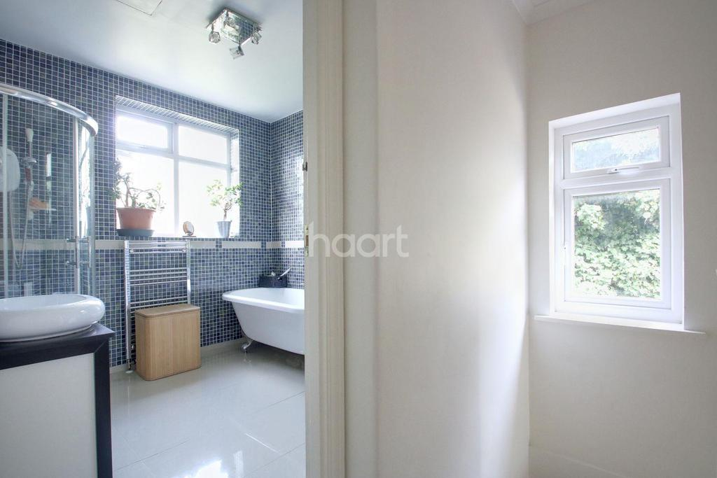 3 Bedrooms End Of Terrace House for sale in Ingram Road, London, CR7