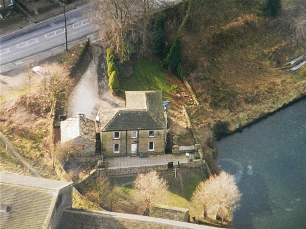 4 Bedrooms Detached House for sale in Birdsedge, Huddersfield, HD8