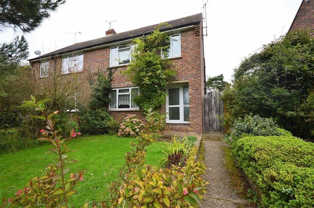 3 Bedrooms Semi Detached House for rent in The Street, Ashford