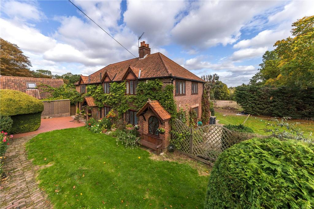 5 Bedrooms Detached House for sale in Camfield Place, Essendon, Hatfield, Hertfordshire