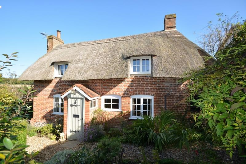 3 Bedrooms Cottage House for sale in Little London, Andover