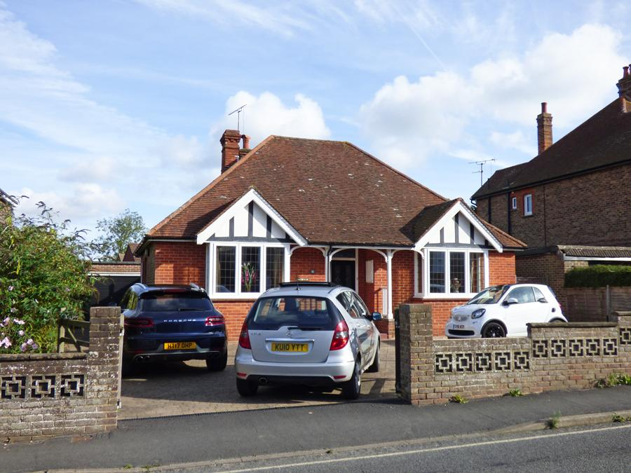 3 Bedrooms Bungalow for sale in Junction Road, Burgess Hill, RH15