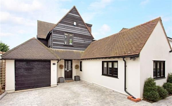 4 Bedrooms House for sale in CHURCH LANE, LOUGHTON, IG10